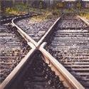 两股铁轨合成一股的地方经常会看到类似道岔的东西,是什么?